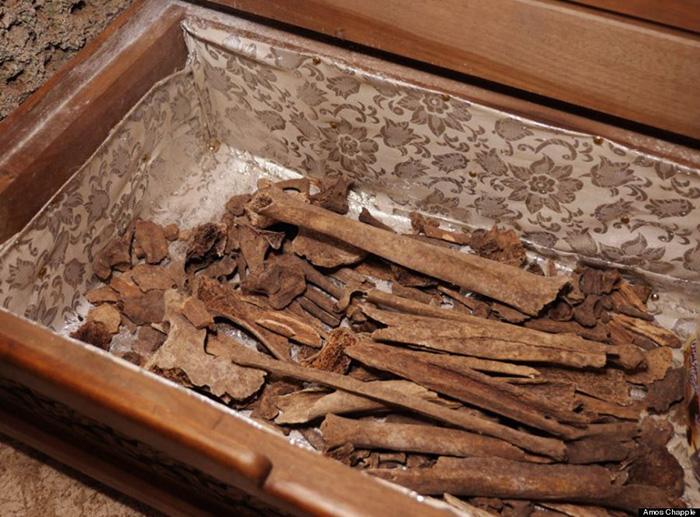 Останки монаха, жившего на вершине столпа Кацхи несколько веков назад.
