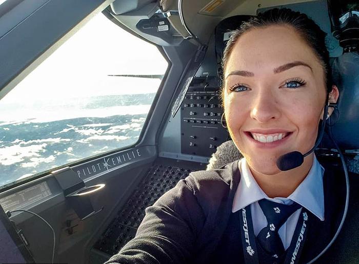Эмили признается, что была единственной девушкой при получении лицензии пилота.  Instagram pilotemilie.