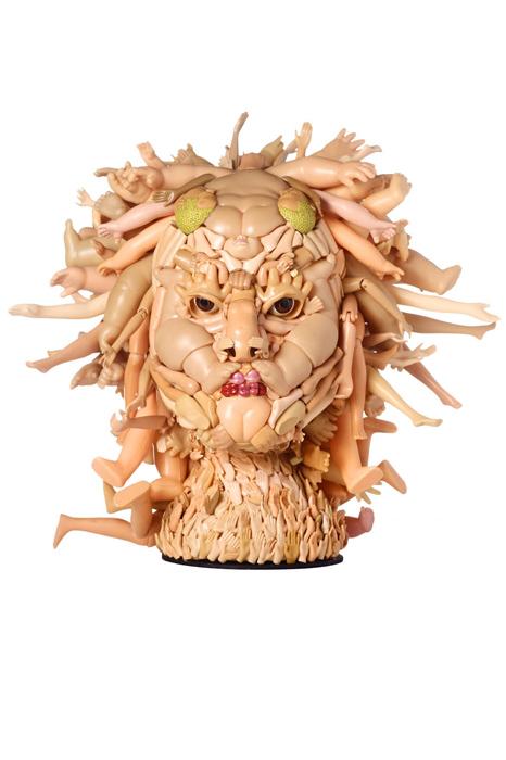 Ноги-волосы: пластиковая скульптура Фрейи Джоббинс.