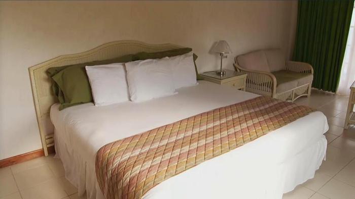 Все кровати в номерах имеют дополнительные крепления, чтобы выдерживать большой вес.