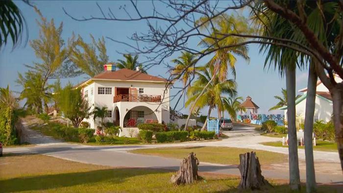 Отель находится на одном из Карибских островов.