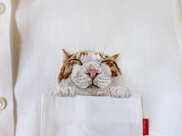 Выглядывающий из кармана кот.  Автор: Hiroko Kubota.