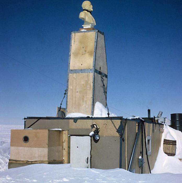 Станция СССР в Антарктике в 1965 году, до того, как ее занесло снегом. Фото: Olav Orheim.