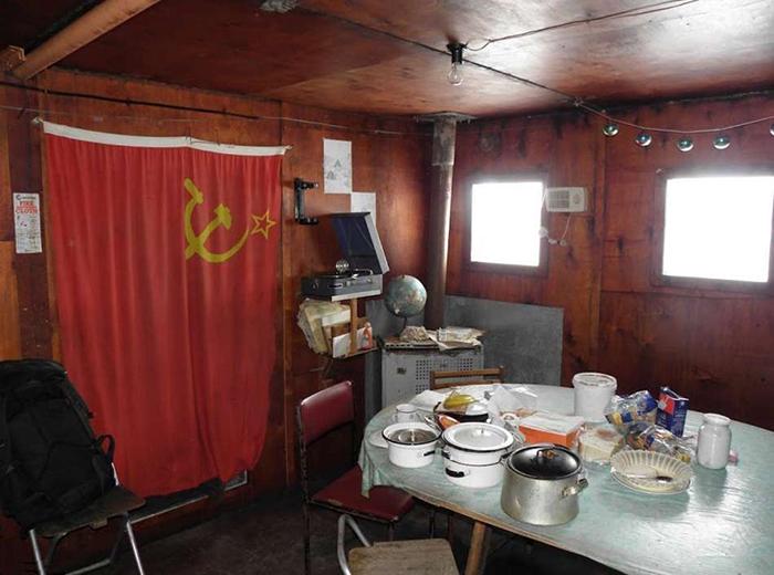 Советская станция на Южном полюсе недоступности. Фото: Olav Orheim.