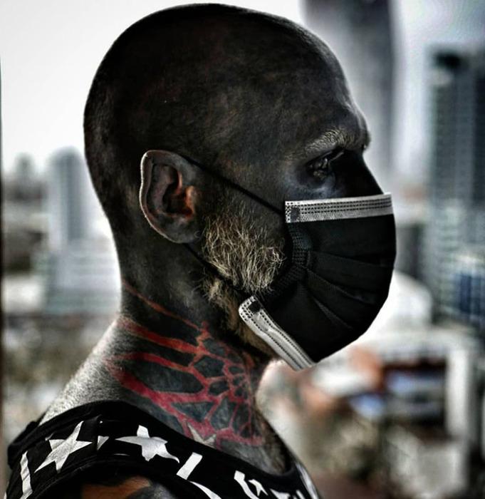 Адам покрыл 90% своего тела татуировками.