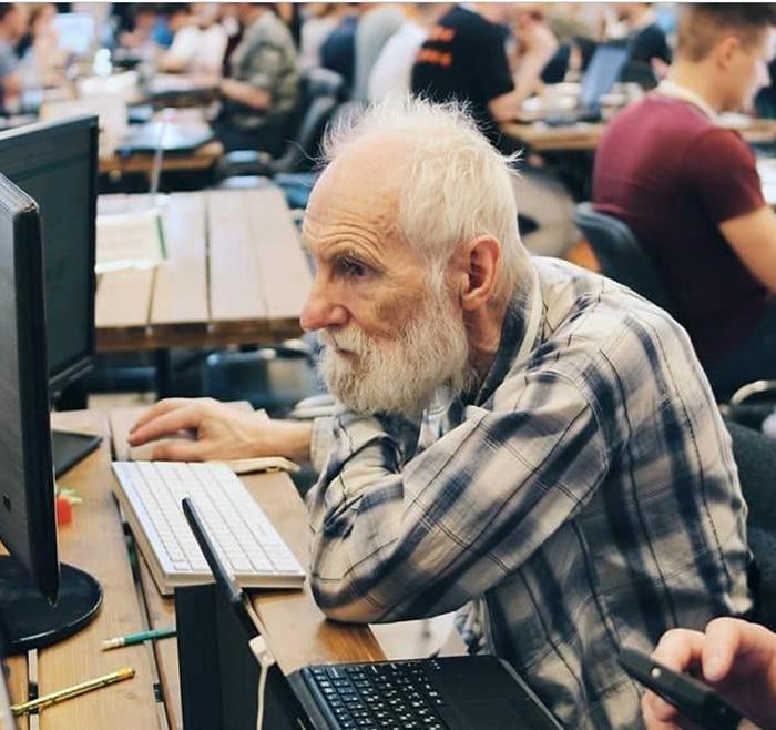 По образованию Евгений Полищук является биологом.