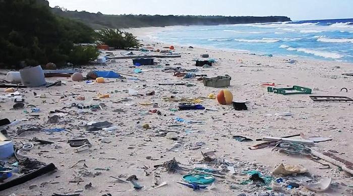 Этот остров буквально состоит из сплошного мусора.