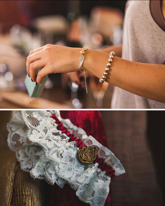 Украшения невесты - снитч и эмблема Хогвартса.