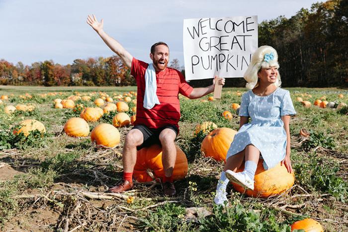 Герои старого американского мультфильма It's The Great Pumpkin, Charlie Brown.