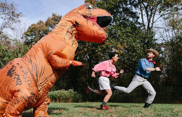 Друг Сабрина в роли страшного и ужасного динозавра.