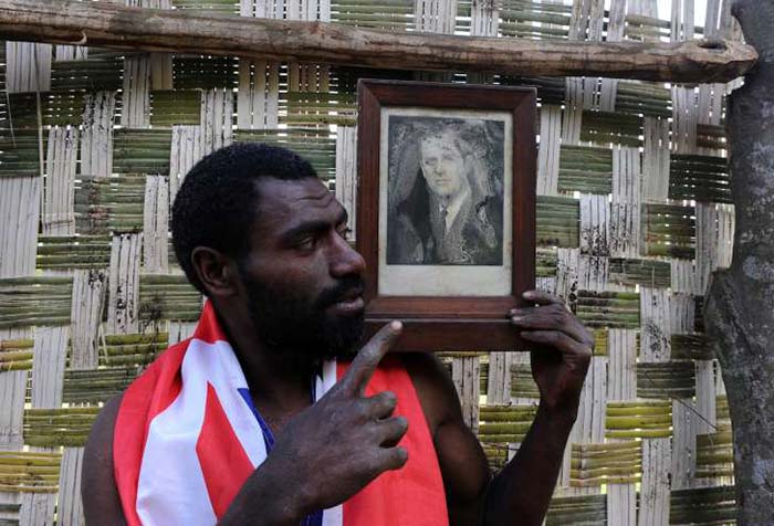 Народ Танна хранит каждую фотографию принца Филиппа, которую им удалось достать.