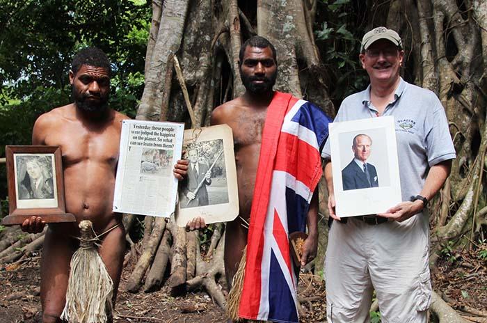 Люди Танна уверены, что однажды принц Филипп вернется обратно на их (и его) остров.