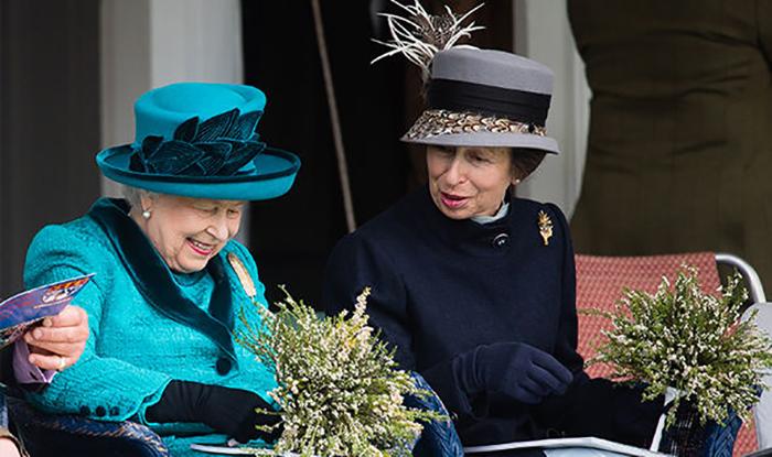 Принцесса Анна и королева Елизавета II.