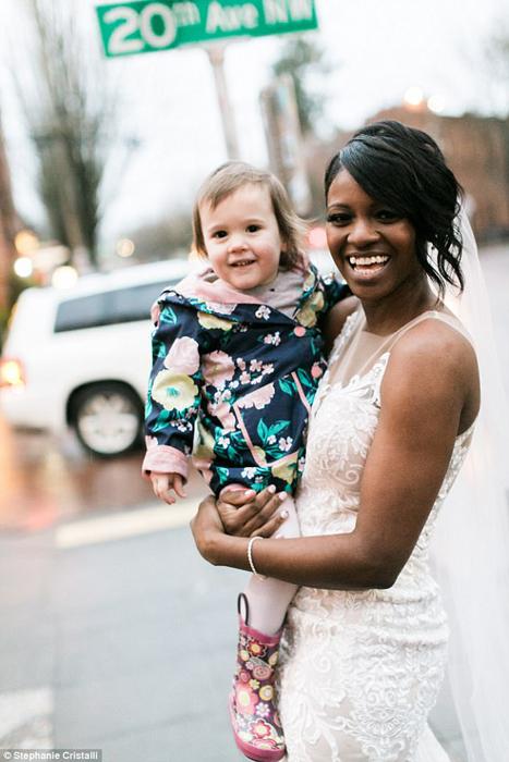 На руках у *принцессы.* Фото: Stephanie Cristalli.