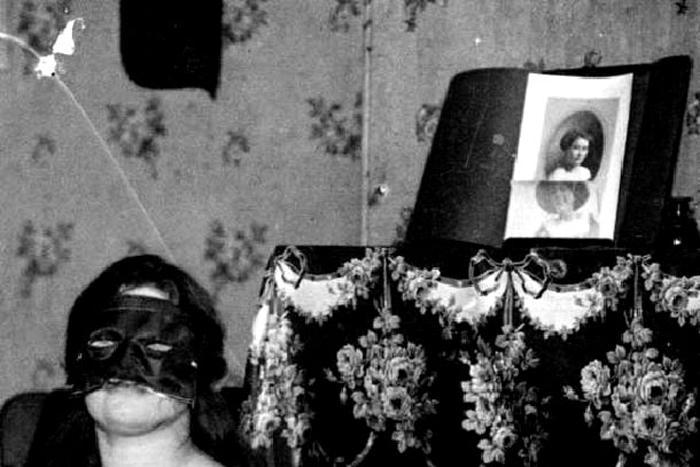 Некоторые женщины не хотели открывать свое лицо.