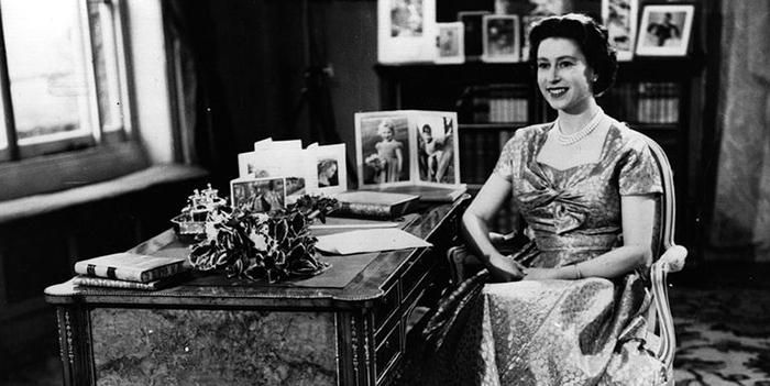 Королева Елизавета Вторая.