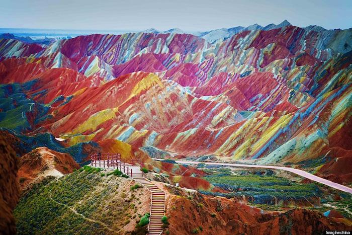 Ландшафт Дэнксия (Радужные горы), Китай.