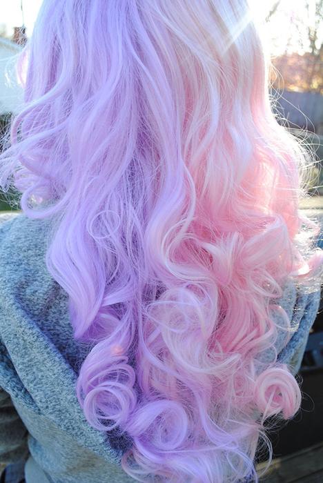 Розовые волосы пастельного оттенка.