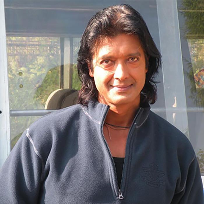 Популярность Раджеша Хамала в Непале намного больше, чем любого другого человека в стране.