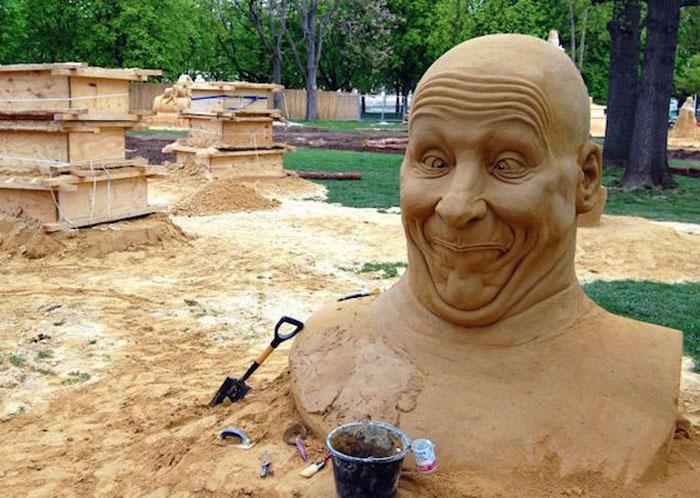 Чудак из песка.