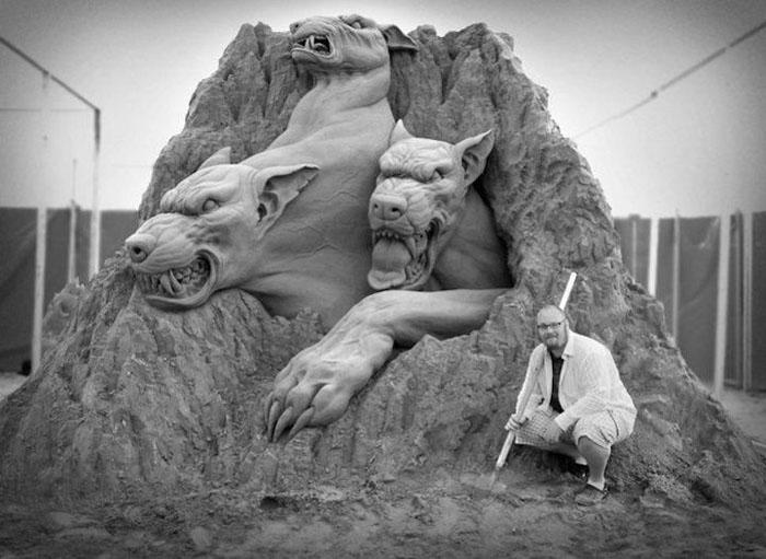 Мифологические мотивы в работах Рэя Веллафейна.