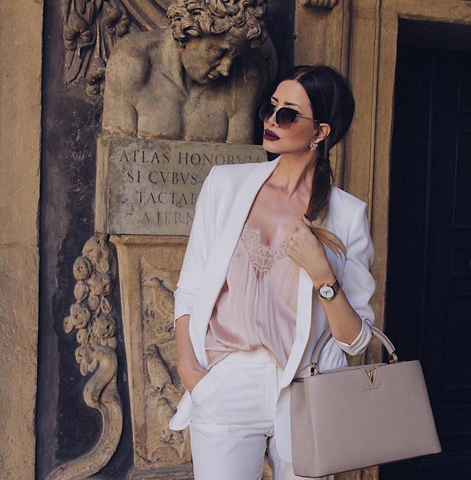 Жаклин обращается к своим читателям *мои великолепные любители моды*. Instagram realfashionist.