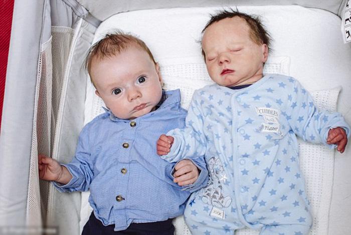 Виктория заказала точную кукольную копию своего новорожденного сына.