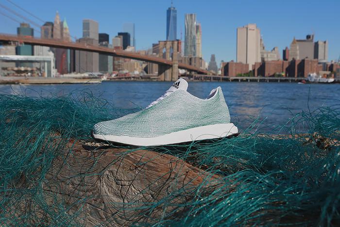 Кроссовки  Adidas из вторсырья.