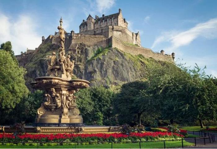 Замок в Эдинбурге.