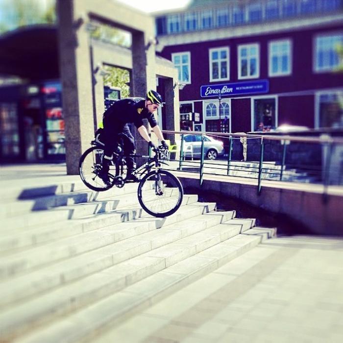 Велосипедные трюки от полиции Рейкьявика.