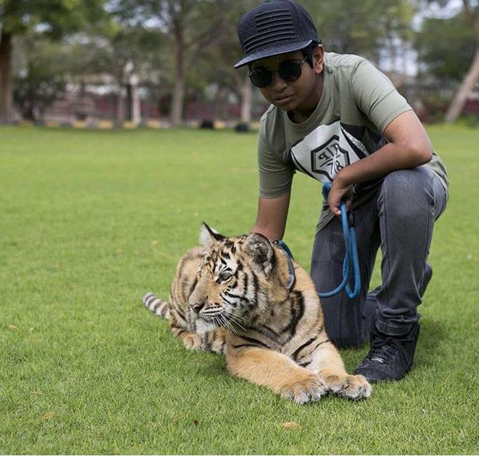 Рашид в своем домашнем зоопарке. Instagram rsbelhasa.