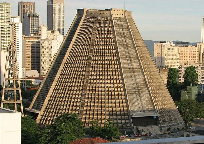 Собор Святого Себастьяна - необычная церковь в Бразилии.