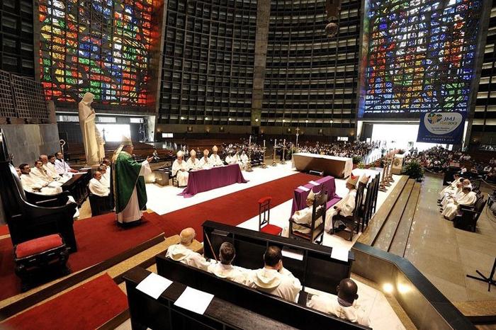 Необычная церковь в Рио-де-Жанейро.