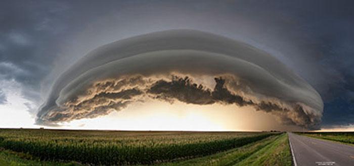 Панорамное фото штормового облака.