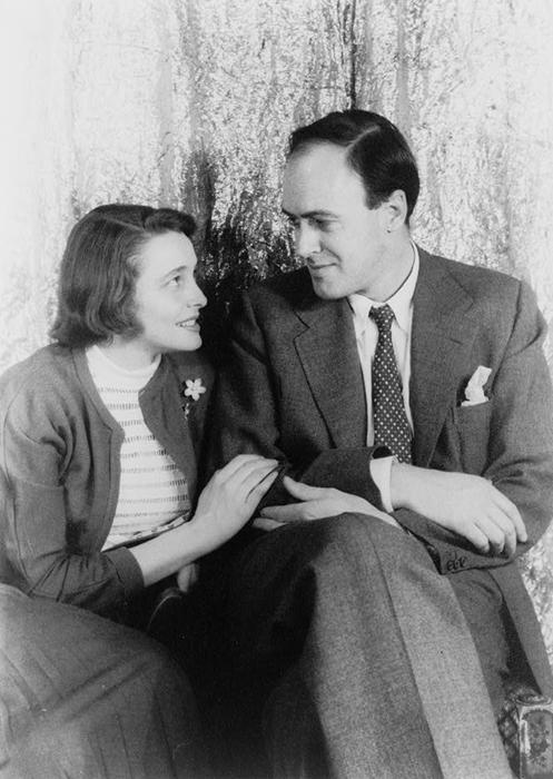 Роальд Даль со своей женой. Роальд был намного выше ее, его рост был 198 см.