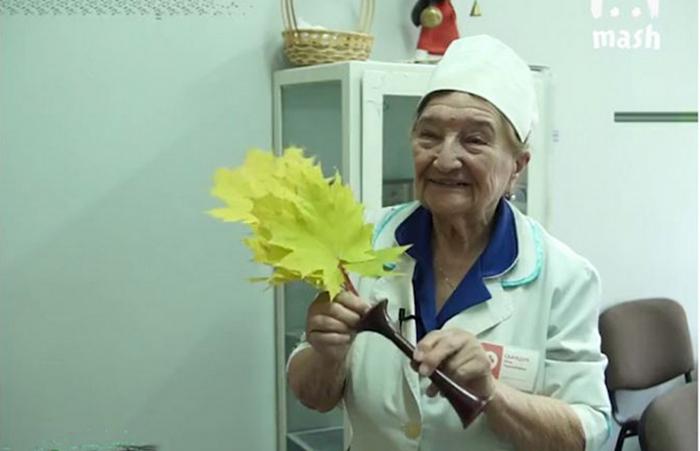 Сейчас Розе Гавриловне 94 года, а она по-прежнему принимает пациентов.