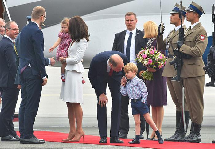 Британские монархи во время недавнего визита в Польшу.