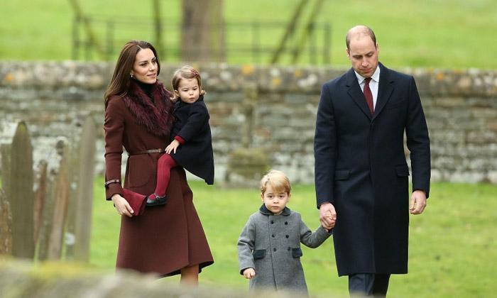 Кейт и Уильям ведут детей на рождественскую службу в 2016 году.