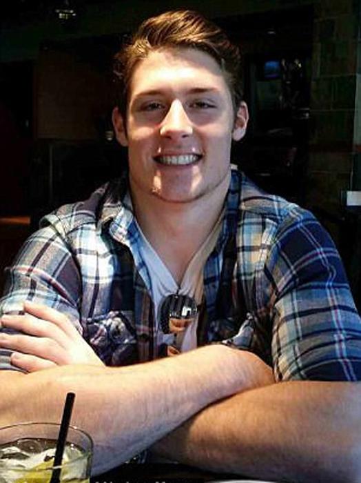 Натан Майерс - один из биологических детей Майка. Он еще учится в школе и играет за школьную команду по футболу.