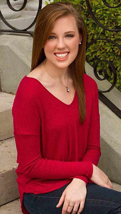 Одно из биологических дочерей Майка Чарли Робинетт изучает коммуникации в колледже Южной Каролины.