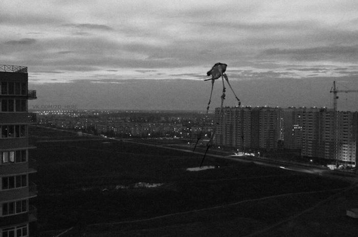 В сумерках над городом. Strider, Half-Life 2.