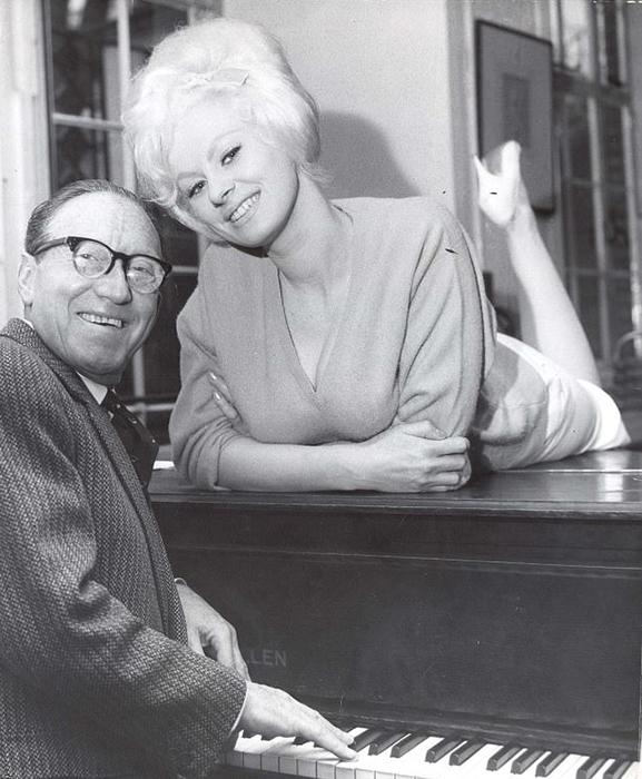 Артур Аски и Сабрина на прослушивании к ТВ-шоу в Лондоне в 1963 году.