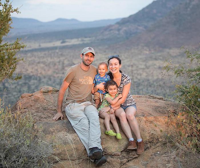 Натали и Уилл со своими детьми.