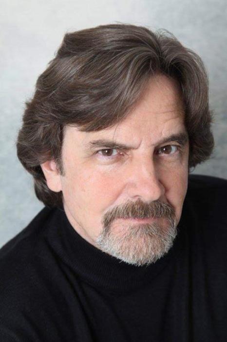 Лэйн Дэвис, сыгравший Мэйсона Кэпвелла.