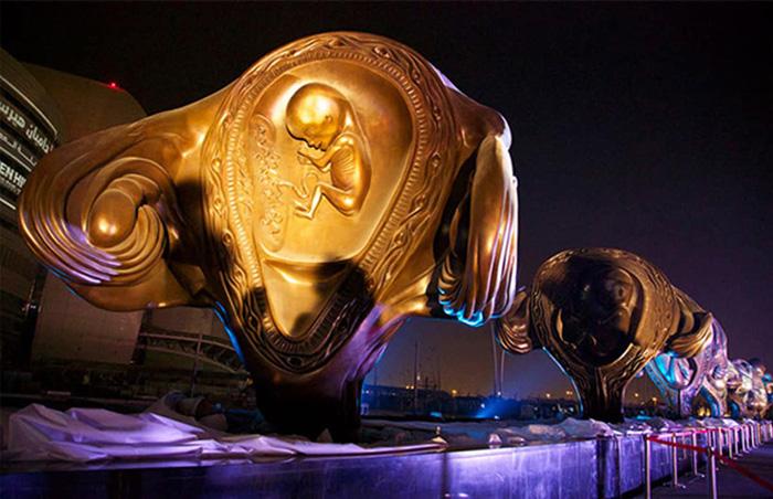Ночная подсветка скульптур.