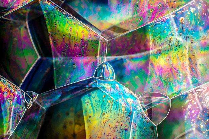 Изучение поведения структур мыльных пузырей является полезным инструментом вомногих областях исследований, включая науку оматериалах ито, как они сочетаются друг сдругом. Фото: Kym Cox.