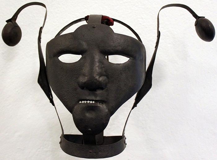XVIII век, маска находится в одном из музеев Берлина.