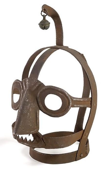 Маска с колокольчиком - таким образом к наказуемой женщине привлекалось больше внимания.