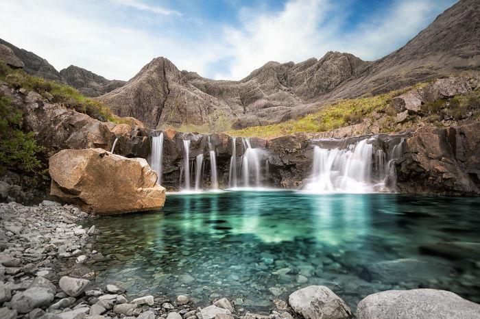 Красивейшие водопады в горах Шотландии.