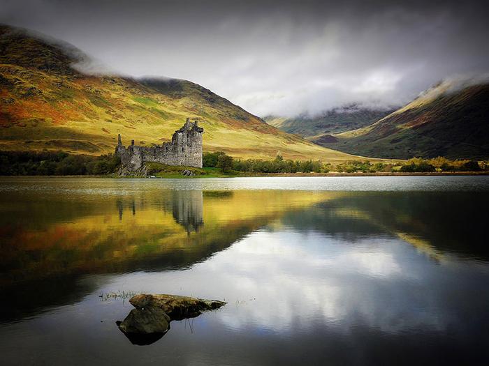 На территории Шотландии находится бесчисленное количество живописных озер.